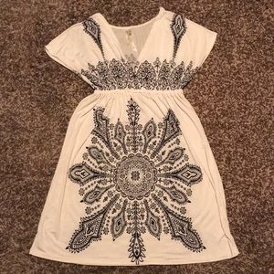 White & Black Short Sleeve V-Neck Polyester Dress